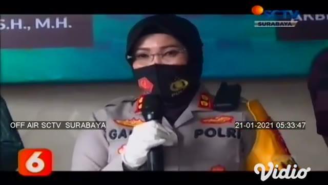 Setelah buron selama 2 bulan, dua pelaku begal pesepeda akhirnya ditangkap polisi. Aksi pelaku yang membegal pesepeda di Kawasan Kenjeran, Surabaya, terekam kamera cctv. Ironisnya dua pelaku masih di bawah umur, yakni MZ (17) dan SA (17).