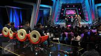 Suasana acara Standup Comedy Academy Indosiar, Jakarta, Senin (5/10/2015). Stand Up Comedy Academy Indosiar telah menemukan 24 comica yang akan bersaing mencari posisi pertama. (Liputan6.com/Faisal R Syam)