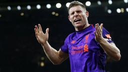 James Milner - Gelandang Liverpool ini merupakan pemain dengan penampilan terbanyak di Liga Inggris yang masih berstatus aktif. Terhitung sejak laga terakhir bersama Liverpool pada 14 Agustus lalu, Milner total telah mencatatkan 565 penampilan di Premier League. (Foto:AFP/Ian Kington)