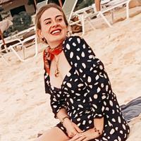 Adele dan penampilan barunya di 2020. (dok. Instagram @adelesp/https://www.instagram.com/p/B6532y3gtPH//Adhita Diansyavira)