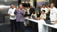 Wamenhan Sakti Wahyu Trenggono melakukan kunjungan kerja ke Pusdatin, Pushanaiber, dan Balitbang Kementerian Pertahanan,  Rabu (13/11/2019). (Merdeka.com/ Ronald)