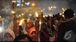Pawai obor ini dilakukan untuk Menyambut Hari Raya Idul Fitri 1435 H, sebanyak enam rukun warga (RW) di Kelurahan Palmeriam, Matraman, Jakarta Timur menggelar pawai obor keliling (Liputan6.com/Faizal Fanani)