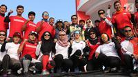 Menpora Imam Nahrawi (tengah) bersama tim paralayang Indonesia saat meninjau kesiapan latihan di kawasan Puncak, Cianjur, Jawa Barat, Kamis (26/7). Menpora juga meninjau kesiapan venue. (Liputan6.com/Helmi Fithriansyah)