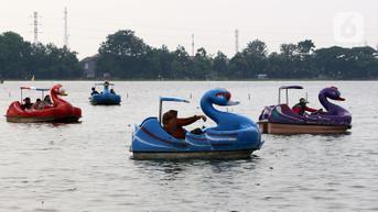 FOTO: Menikmati Wahana Air Danau Cipondoh di Hari Libur Maulid Nabi