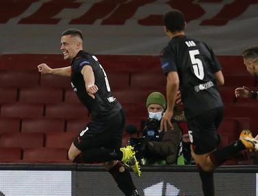 FOTO: Gol Slavia Praha di Masa Injury Time Buyarkan Kemenangan Arsenal - Tomas Holes; Tim Slavia Praha