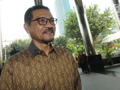 Menteri Dalam Negeri (Mendagri) Gamawan Fauzi tiba untuk menjalani pemeriksaan di Gedung KPK, Jakarta, Rabu (8/5/2019). Gamawan Fauzi diperiksa sebagai saksi kasus dugaan korupsi e-KTP dengan tersangka anggota DPR RI dari Fraksi Partai Golkar, Markus Nari. (merdeka.com/Dwi Narwoko)