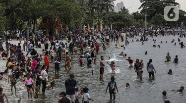 FOTO: Libur Lebaran di Pantai Karnaval Ancol