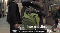 Pria buta ini menawarkan pelukan di jalanan untuk menunjukkan bahwa muslim bukan teroris. Banyak orang yang memeluknya