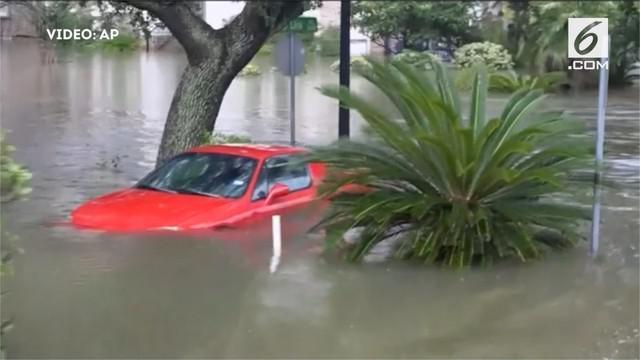 Presiden Amerika Serikat Donald Trump mendeklarasikan darurat bencana di negara bagian Texas setelah badai Harvey mendarat di wilayah itu