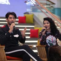 Reza Rahadian dan Yura Yunita (Foto: Daniel Kampua/Bintang.com)