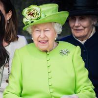 Ratu Elizabeth II benar-benar bersimpati pada situasi sulit dan memusingkan untuk Meghan Markle ini. (grazia.com-au)