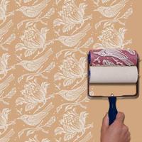 Pakai rol cat bermotif ini, bikin dindingmu makin 'hidup' dan nggak butuh wallpaper lagi.