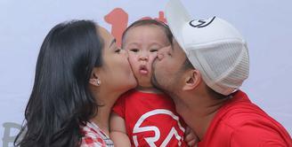 Buah hati pertama pasangan Raffi Ahmad dan Nagita Slavina genap berusia satu tahun. Beberapa kali pasangan Raffi dan Gigi merayakan ulang tahun anak pertamanya. (Andy Masela/Bintang.com)