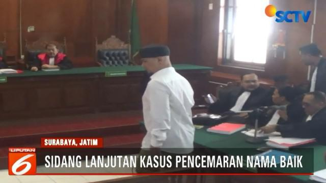 Dari tiga saksi ahli yang diajukan, jaksa hanya bisa menghadirkan satu orang saksi ahli bahasa, yakni seorang akademisi bernama Andik Yulianto dari fakultas bahasa dan seni Universitas Negeri Surabaya.