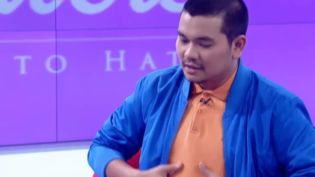 Indra Bekti dikenal sebagai seorang presenter kocak yang khas dengan sejuta gayanya. Beberapa postingan di media sosial pun ia tampak tidak segan untuk menunjukkan kelucuan-kelucuan.