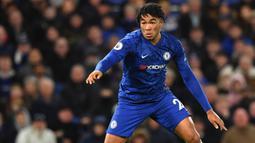 2. Reece James (Chelsea) - James mampu menunjukkan performa yang cukup mengesankan bersama Chelsea. Dari 22 penampilan, bek 20 tahun ini mencetak dua gol dan empat assist. (AFP/Ben Stansall)