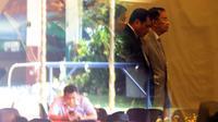 Mantan Ketua Umum PSSI, Nurdin Halid (2kanan) saat menghadiri Kongres Luar Biasa PSSI, Rabu (3/8/2016).  (Bola.com/Nicklas Hanoatubun)