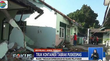 Truk kontainer berbobot 28 ton, Kamis pagi menabrak bagian Gedung Puskesmas Mojosongo.
