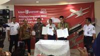 Penandatanganan MoU antara Lion Parcel dan Kereta Api Logistik pada Jumat (8/3/2019) (Foto:Merdeka.com/Wilfridus S)