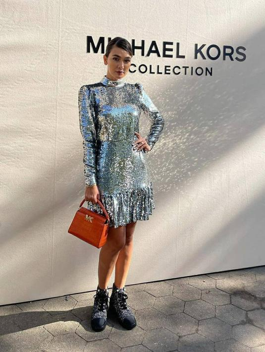 Perhelatan fashion internasional, New York Fashion Week 2022 tengah digelar. Sejumlah influencer dan selebriti Tanah Air berkesempatan untuk mengunjungi langsung sejumlah show yang digelar, salah satunya adalah Luna Maya.