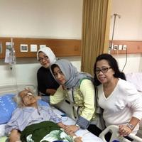 Meinar Loeis saat dirawat di rumah sakit (Facebook/Luciana Darmansyah Wewengkang)
