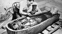 Sejumlah orang terkait pembukaan makam tersebut satu per satu meninggal.