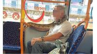 Pria Ini Lilitkan Ular untuk Dijadikan Masker, Aksinya Bikin Geleng Kepala (Sumber: Daily Mail)