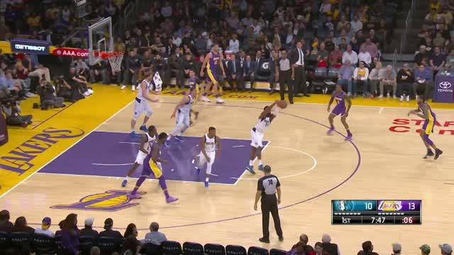 Berita video game recap NBA 2017-2018 antara LA Lakers melawan Dallas Mavericks dengan skor 103-93.