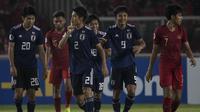 Bek Jepang, Higashi Shunki, merayakan gol yang dicetaknya ke gawang Timnas Indonesia pada laga AFC U-19 Championship di SUGBK, Jakarta, Minggu (25/10). (Bola.com/Vitalis Yogi Trisna)