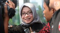 Mantan Wakil Ketua Komisi VII DPR RI Eni Maulani Saragih memberi pernyataan usai menjalani pemeriksaan di Gedung KPK, Jakarta, Kamis (10/10/2019). Eni diperiksa sebagai saksi untuk tersangka Samin Tan terkait kasus dugaan suap terminasi kontrak PKP2B di Kementerian ESDM. (merdeka.com/Dwi Narwoko)