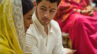 Selamat! Akhirnya Priyanka Chopra dan Nick Jonas mengumumkan telah resmi bertunangan. (YouTube/@ Facts Dot Com)