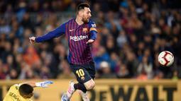 Imbasnya lima gelar pemain terbaik dunia berhasil dibawa pulang pemain 31 tahun tersebut. Kecepatan dan akselerasi menjadi senjata utama Lionel Messi saat merumput di lapangan. (AFP/Pau Barrena)