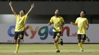 Gelandang Barito Putera, Alif Jaelani, merayakan golnya ke gawang Arema FC pada laga Piala Menpora 2021. (Bola.com/Arief Bagus)