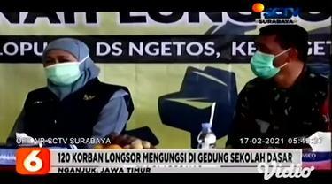 Gubernur Jawa Timur, Khofifah Indar Parawansa mengunjungi posko penanganan bencana longsor di Desa Ngetos, Kabupaten Nganjuk, pada Senin sore (15/2). Beliau berencana merelokasi warga yang tinggal di sekitar lokasi tanah longsor.