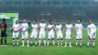 Pemain Persipura Jayapura saat melawan Persija Jakarta pada lanjutan Liga 1 Gojek bersama Bukalapak di Stadion Pakansari, Bogor, (25/5/2018). (Bola.com/Nick Hanoatubun)