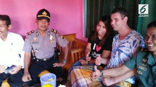 Seorang pria asal Belanda rela melakukan proses Khitanan demi memperistri gadis asal Pemalang.