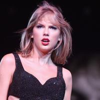 Taylor Swift kembali dikuntit. Sang pelaku bernama Julius Alexander Sandrock.  (Getty Images/Page Six)