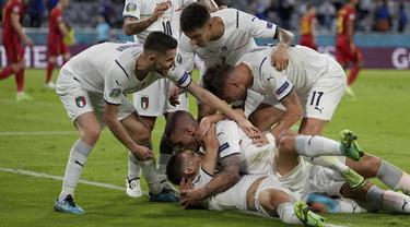 Drama baru hadir di sepuluh menit akhir pertandingan babak pertama. Gol tercipta dari Nicolo Barela yang memanfaatkan umpan Marcoferratti dari kemelut di depan gawang. Papan skor berubah menjadi 0-1 di menit ke-31. (Foto: AP/Pool/Matthias Schrader)