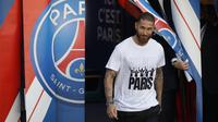 Sergio Ramos. Lionel Messi dan Sergio Ramos adalah kapten terakhir di Barcelona dan Real Madrid. Keduanya saling berseteru jika bertemu dalam El-Clasico. Kini keduanya berbarengan memulai kisah baru di PSG sebagai rekan yang saling mendukung satu sama lain. (Foto: AFP/Geoffroy van der Hasselt)
