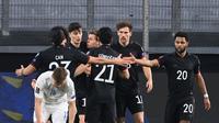 Pemain Jerman merayakan gol kedua mereka ke gawang Islandia dalam laga Kualifikasi Piala Dunia 2022 zona Eropa, Jumat (26/3/2021) dini hari WIB. Jerman menang telak 3-0 dalam pertandingan ini. (INA FASSBENDER / AFP)