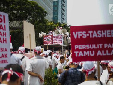Tolak Visa Biometrik, Calon Jemaah Umrah dan Haji Demo di Kedubes Arab Saudi