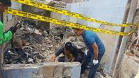 Polisi melakukan olah TKP untuk mengetahui penyebab kebakaran di Tamansari (Dok. Polisi)