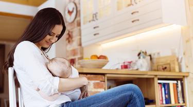 Ilustrasi menyusui bayi (Foto: iStock)