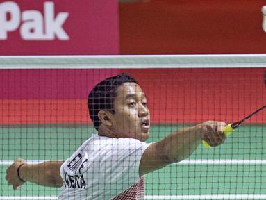 Aksi Fredy Setiawan atlet bulutangkis Indonesia di Asian Paragames 2018  di Istora Senayan, Minggu (7/10/2018).  (Bola.com/Peksi Cahyo)