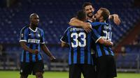 Pemain Inter Milan merayakan gol yang dicetak Christian Eriksen ke gawang Getafe pada laga 16 besar Liga Europa 2019/2020 di Veltins Arena, Kamis (6/8/2020) dini hari WIB. Inter Milan menang 2-0 atas Getafe. (AFP/Lars Baron/various sources)