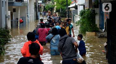 Luapan Kali Ciliwung Masih Menggenangi Jalan Jatinegara Barat