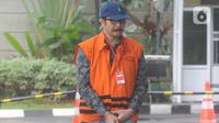 Mantan Ketua DPRD Tulungagung, Supriyono tiba untuk menjalani pemeriksaan di Gedung KPK, Jakarta, Selasa (7/1/2020). Supriyono diperiksa sebagai tersangka terkait dugaan menerima suap pengadaan barang dan jasa di Pemkab Tulungagung tahun anggaran 2018. (merdeka.com/Dwi Narwoko)