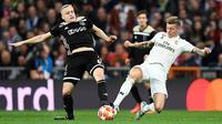 Toni Kroos mengakui Real Madrid tampil buruk saat dipermalukan Ajax Amsterdam pada leg kedua 16 besar Liga Champions, di Santiago Bernabeu, Selasa (5/3/2019). (AFP/GABRIEL BOUYS)