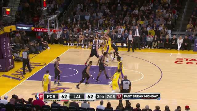 Berita video game recap NBA 2017-2018 antara Portland Trail Blazers melawan LA Lakers dengan skor 108-103.