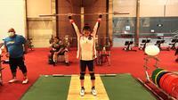 Lifter Indonesia yang akan tampil di Olimpiade Tokyo 2020, Windy Cantika. (NOC Indonesia)